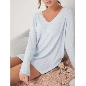 Out from Under UO Ribbed V-neck Harper Tunic Top M